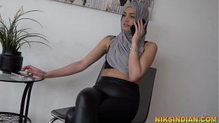 मुस्लिम लड़की को जिम ट्रेनर ने नंगा करके उसकी चूत और गाँड़ चोद दिया